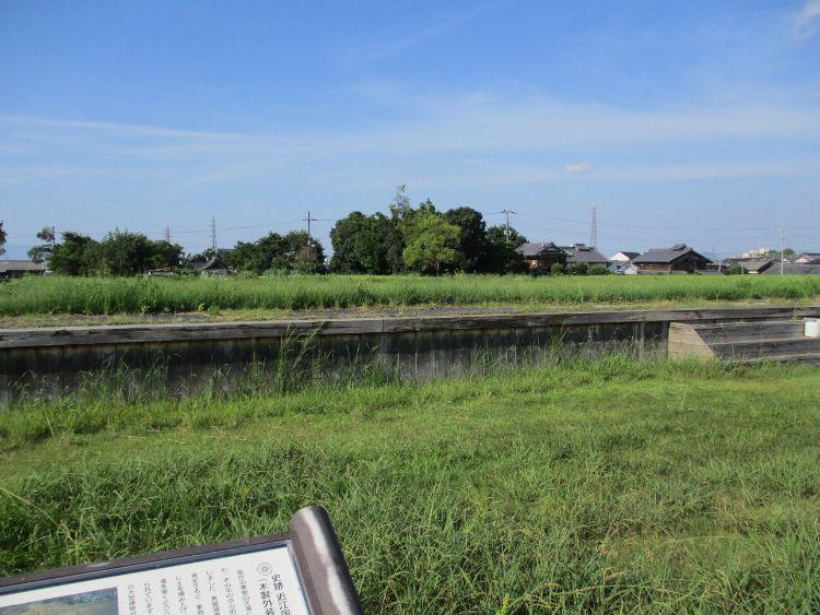 近江国庁東側木製基壇