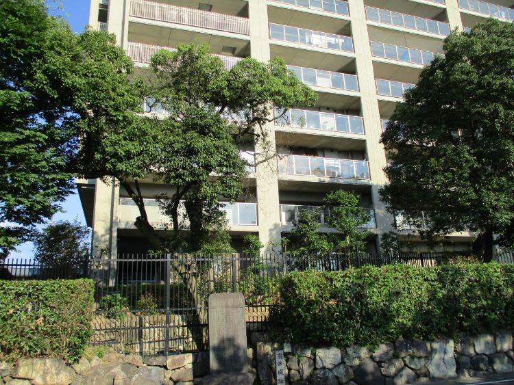 瀬田城跡の裏にあるマンション