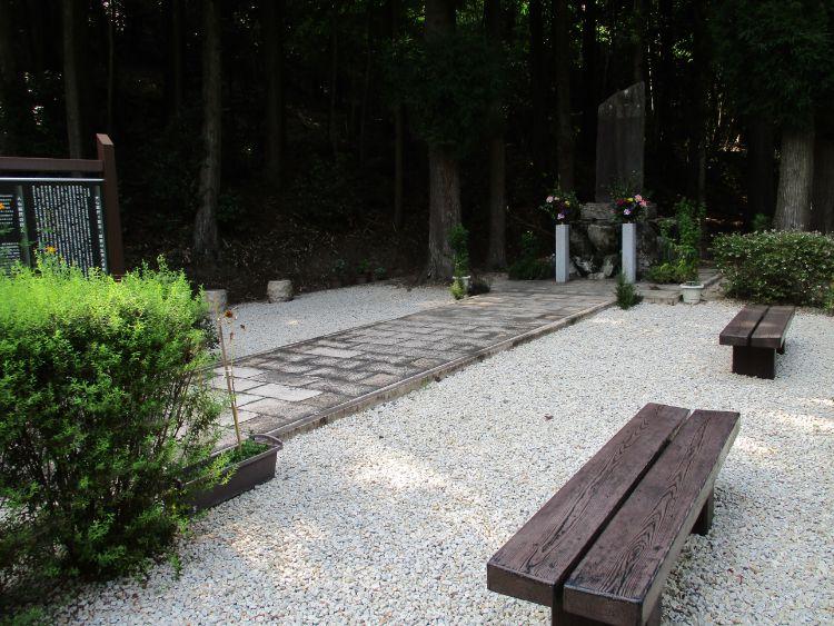 大石義民の碑近くにあるベンチ
