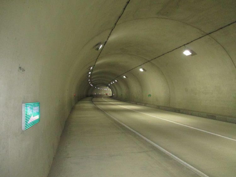 大石東トンネル内