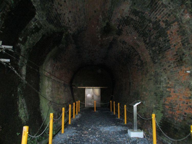 旧逢坂山隧道東口内部