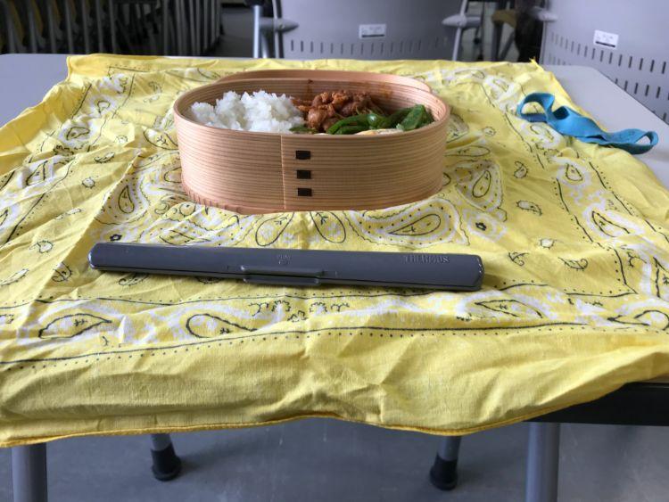 教室で弁当