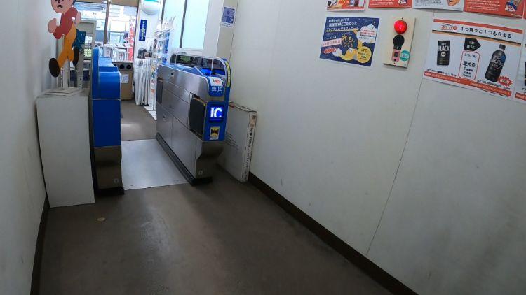 守山駅コンビニ改札