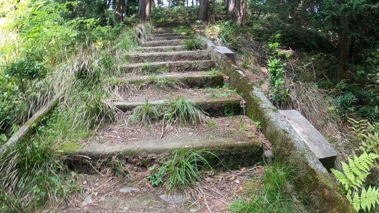 伽藍山歩道の階段