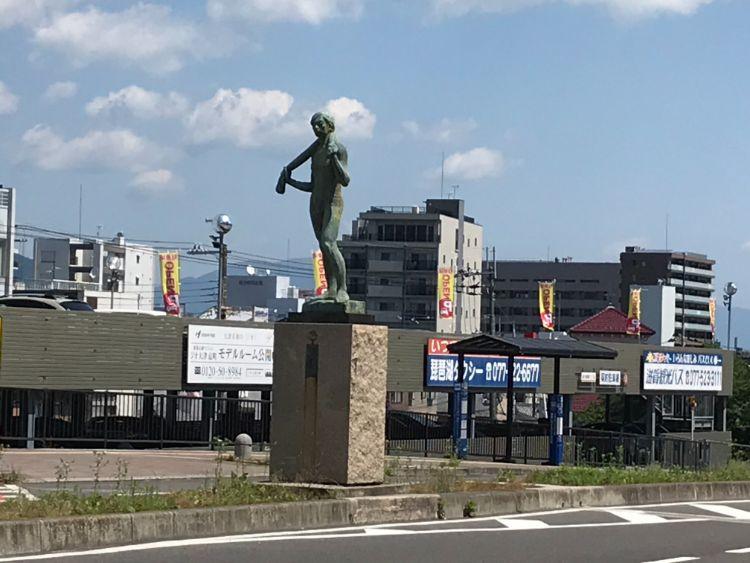 大津駅銅像