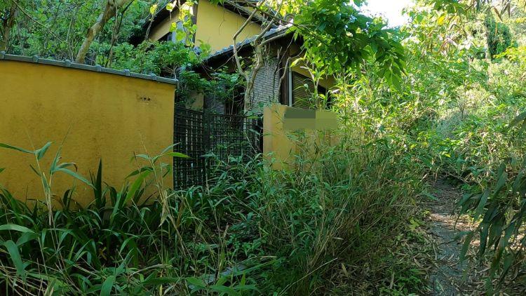 旧佐和山トンネルに向かう道中の家
