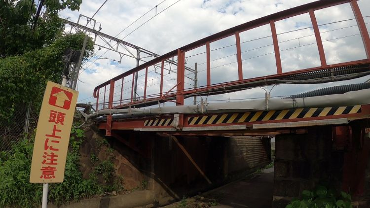 稲枝駅南側高架下