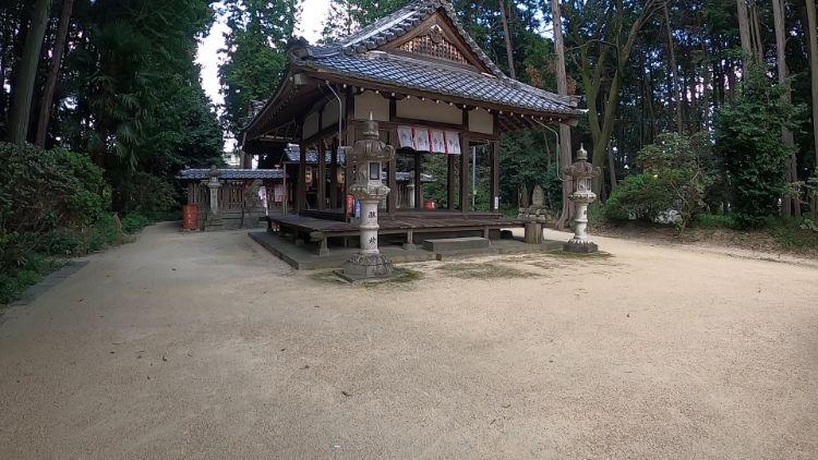 菌神社拝殿