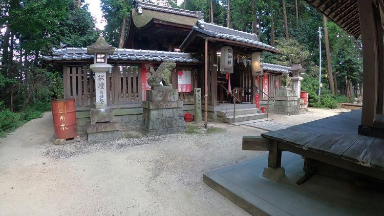 菌神社本殿